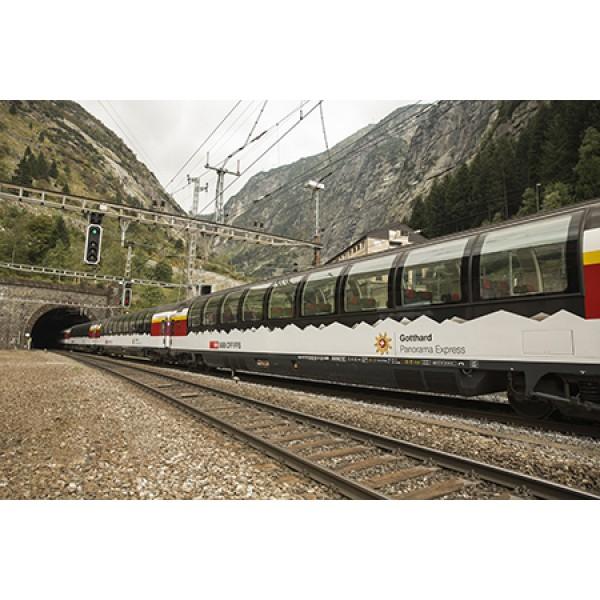 Mit dem Schiff und dem Gotthard Panorama Express nach Bellinzona